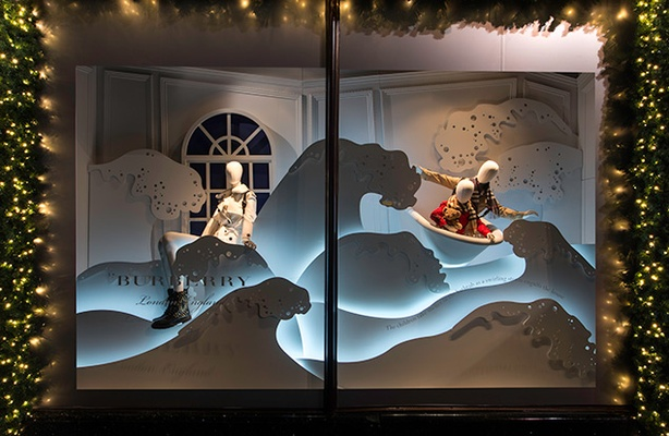 harrods_and_burberry_christmas_window_2016_01