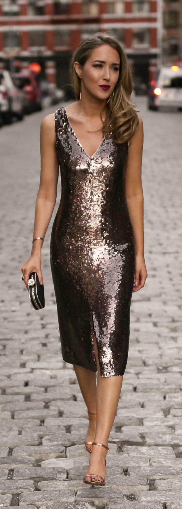 983ffd01c2c0 Οι φούστες είναι μια ακόμη από τις άκρως θηλυκές επιλογές που μπορείτε να  κάνετε στο βραδινό ντύσιμο για το ρεβεγιόν. Επιλέξτε το ιδανικό στυλ και  μήκος ...